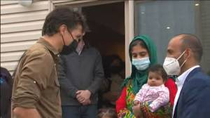 Trudeau meets with Afghan refugees, wraps gift baskets for resettled families in start to Thanksgiving (01:44)