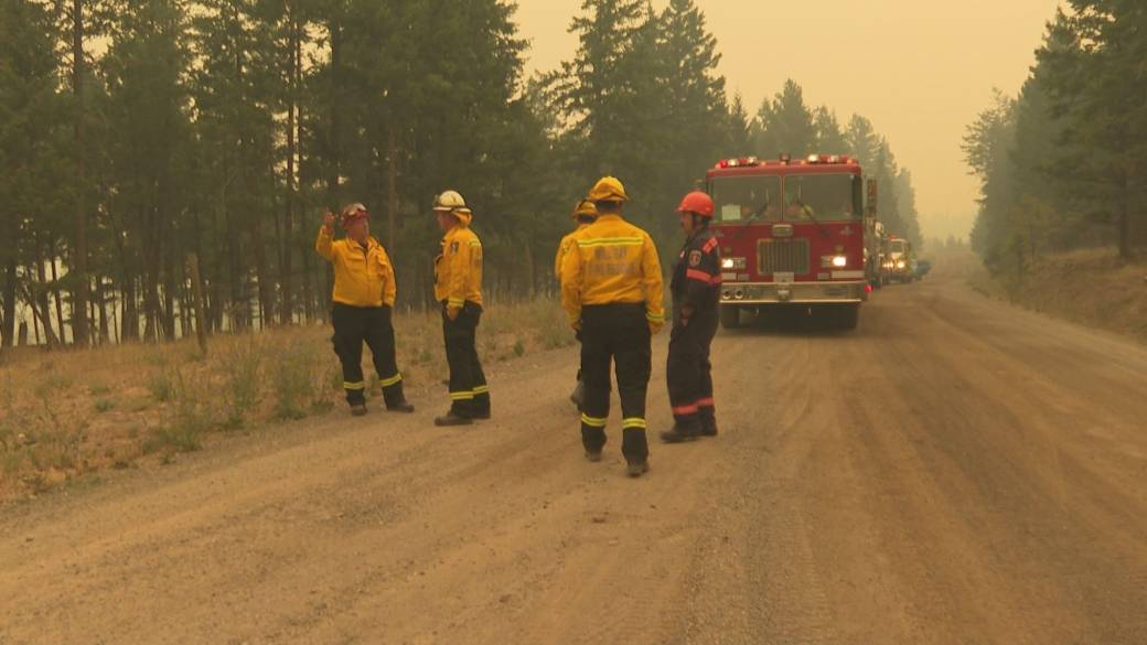 Click to play video: 'White Rock Lake wildfire balloons to 20,000 hectares near Westwold'