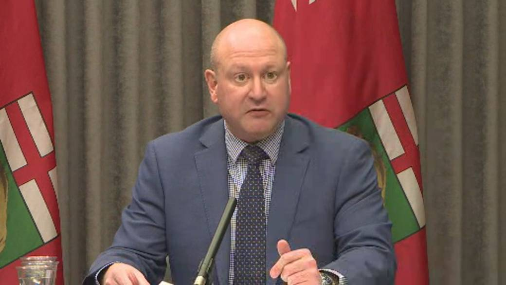 Click to play video: 'Coronavirus: Manitoba to allow retail stores to sell non-essential goods amid increase in inter-provincial travel'