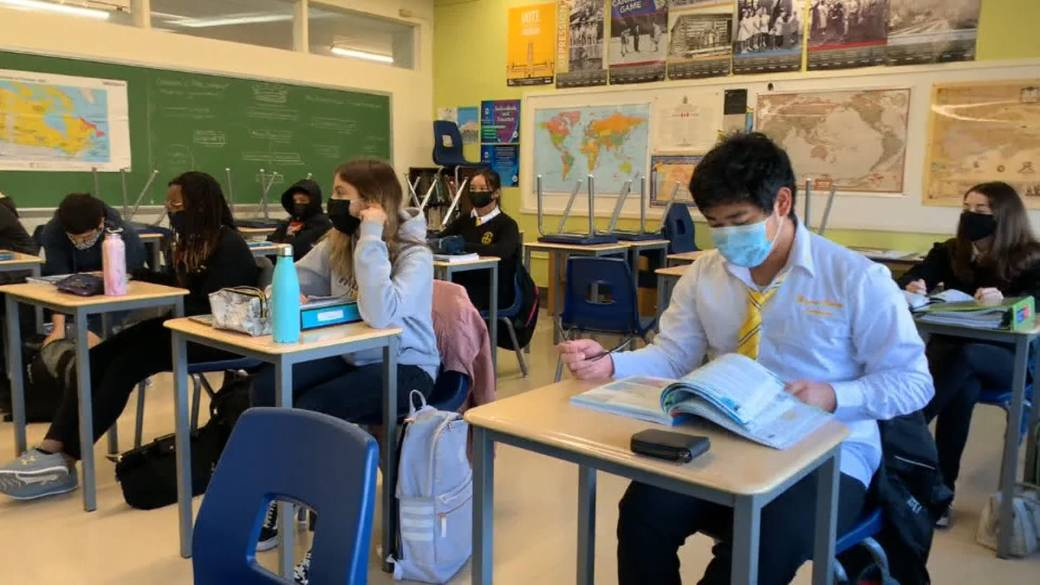 Click to play video: 'Saskatchewan teachers, experts call for mandatory masking in schools, public health restrictions'