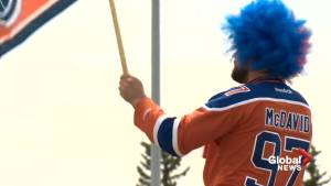Edmonton Oilers fans prepare for playoffs under COVID-19 restrictions (01:57)