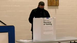 Saskatchewan election 2020: Scott Moe casts ballot in Shellbrook for provincial election (01:08)