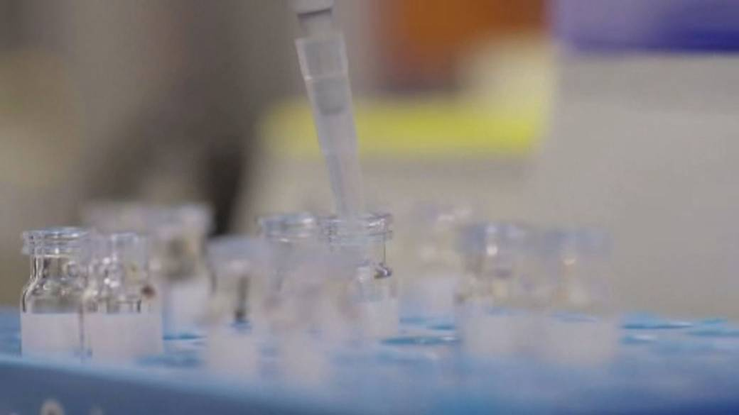 Click to play video 'Canada inks deals to secure millions of coronavirus vaccine doses'