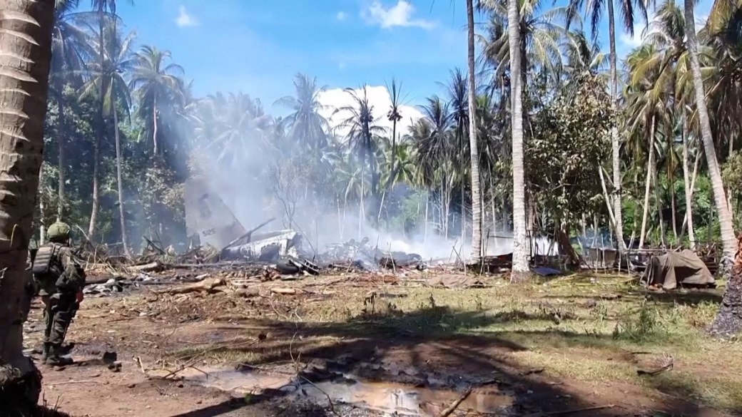Click to play video: 'Philippines orders formal probe after military plane crash kills 50'