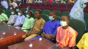 Nigerian teenage boys freed as forces search for 300 abducted girls (00:48)