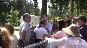 Video shows confrontation between Alberta health minister family and protestors (01:00)