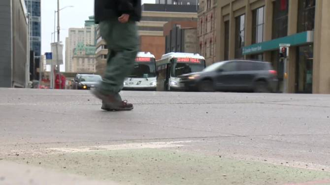 Click to play video: COVID-19 case numbers remain high in Manitoba