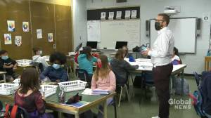 Saskatoon schools stick with in-class learning as COVID-19 sparks concerns (01:38)