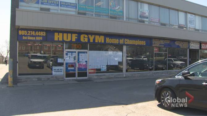 Click to play video: Confrontation at Mississauga gym during COVID-19 emergency measures