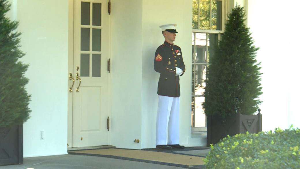 Click to play video 'Trump returns to Oval Office after COVID-19 diagnosis'