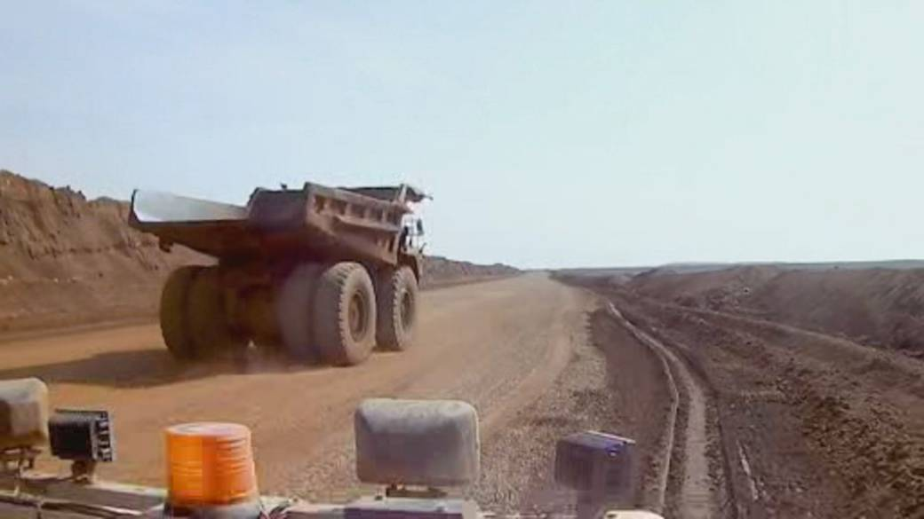 Click to play video: 'Canada's worst outbreak at Alberta oil sands site still getting worse'