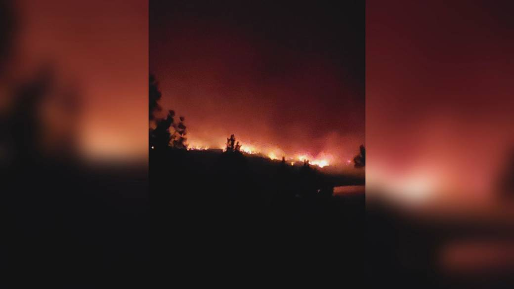 Click to play video: 'Evacuees describing fleeing the flames of the White Rock Lake Wildfire'