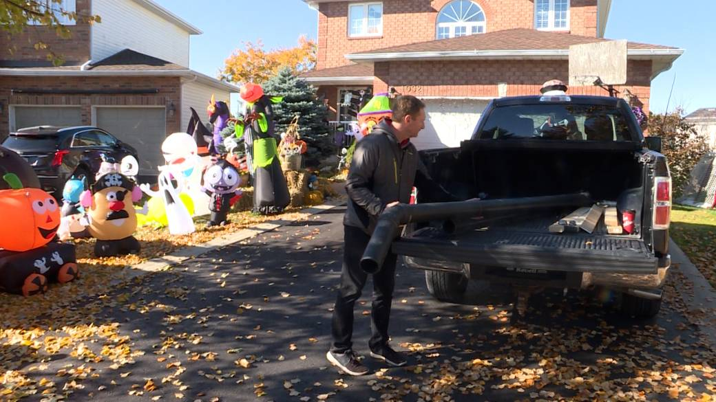 Click to play video 'Kingston residents keeping the Halloween spirit alive this year amid coronavirus pandemic'