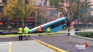 Bus swallowed in Pittsburgh sinkhole remains stuck