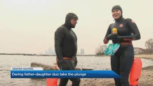 Daring father-daughter duo take the plunge in winter waters (03:03)