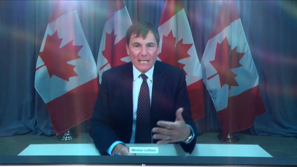 Click to play video 'Coronavirus: Dominic LeBlanc responds to Pallister on issue of COVID-19 rapid testing'