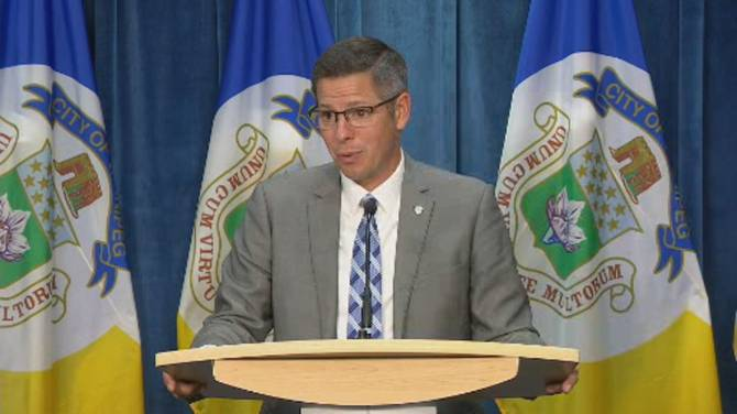 Click to play video: Winnipeg Mayor speaks on report to transfer over $300 million to sewer plant project