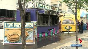 1 person injured after fire breaks out at Taste of Edmonton food vendor booth (02:06)