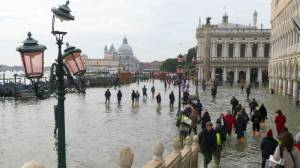 Near-recording flooding in Venice kills 2 people