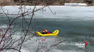 Witness warns others after seeing man vanish in the North Saskatchewan River (01:21)