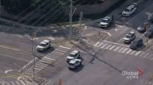 Man in vehicle injured in Mississauga daylight shooting (01:36)