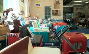 Restoring vintage golf cars a passion project for Alberta man (03:02)