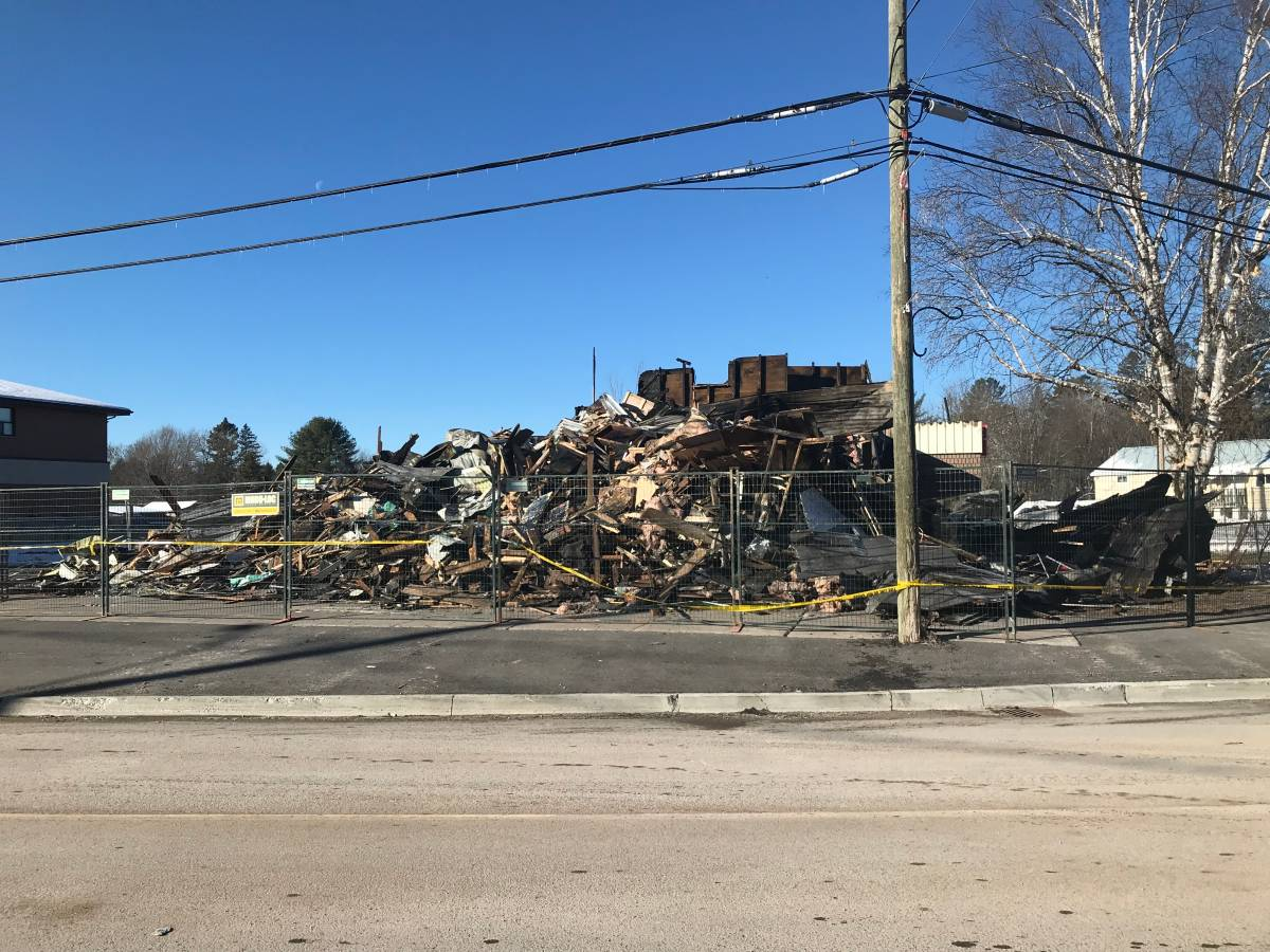 Click to play video: 'Apsley residents coming together after Sayers Foods grocery store fire'