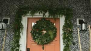 GardenWorks: Homemade holiday wreath (03:53)