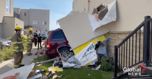 Minivan crashes through wall of building in Cobourg (01:08)