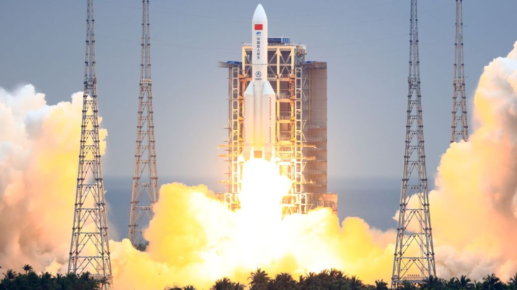Click to play video: 'Out-of-control Chinese rocket hurtling towards Earth'