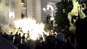Coronavirus: Anti-lockdown protesters storm Serbian parliament