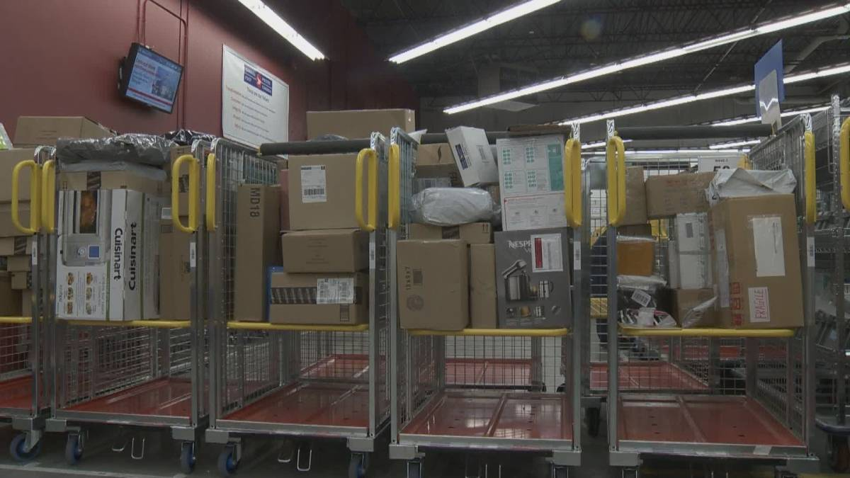 Click to play video 'Canada Post recommends early Christmas shopping'