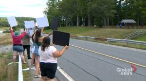 Blaine Higgs met by protesters calling for abortion access in New Brunswick