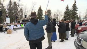 Steinbach mayor pushes back against anti-mask rally (01:29)