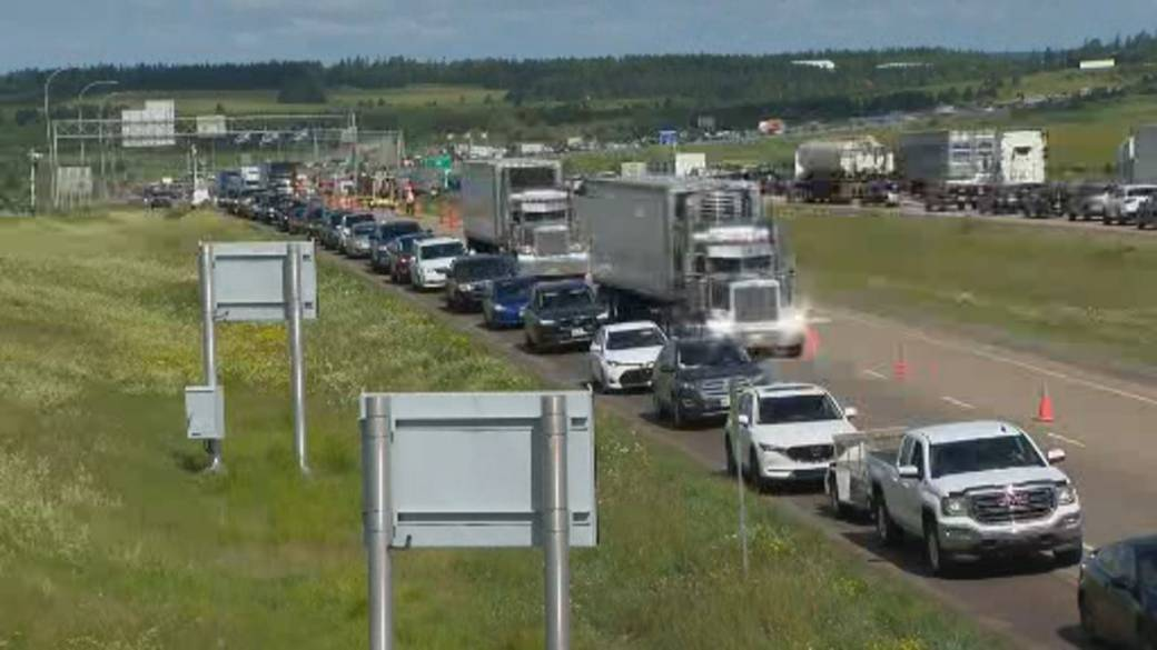 Click to play video 'Atlantic Canadian provinces lift restrictions, begin travel bubble'