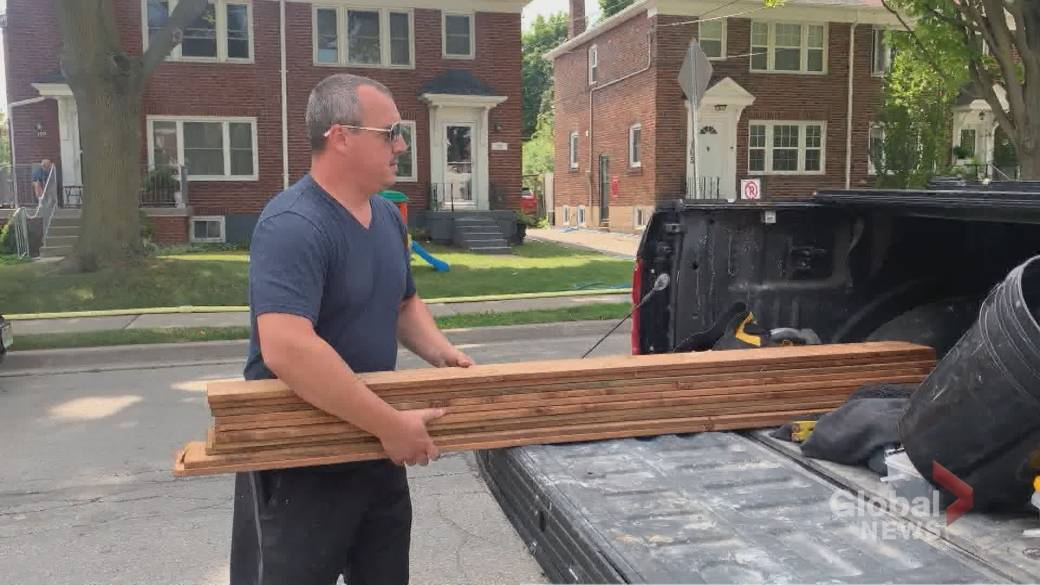 Click to play video 'Canadian lumber shortage puts strain on building industry'