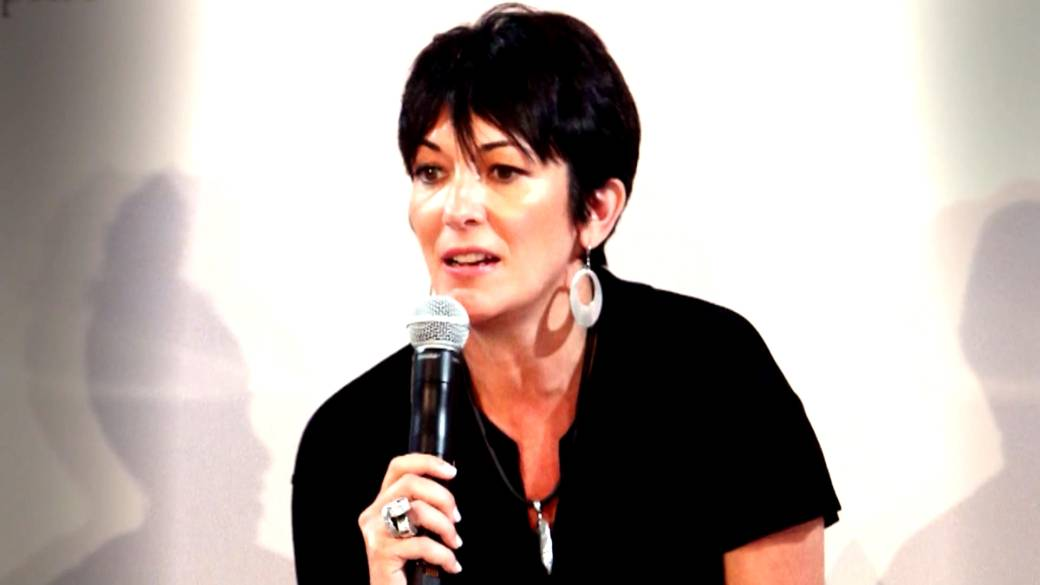 Click to play video 'Ghislaine Maxwell tried to hide when FBI agents arrived to arrest her, court documents allege'