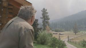 B.C. wildfires: Crews battle to save Logan Lake (02:34)