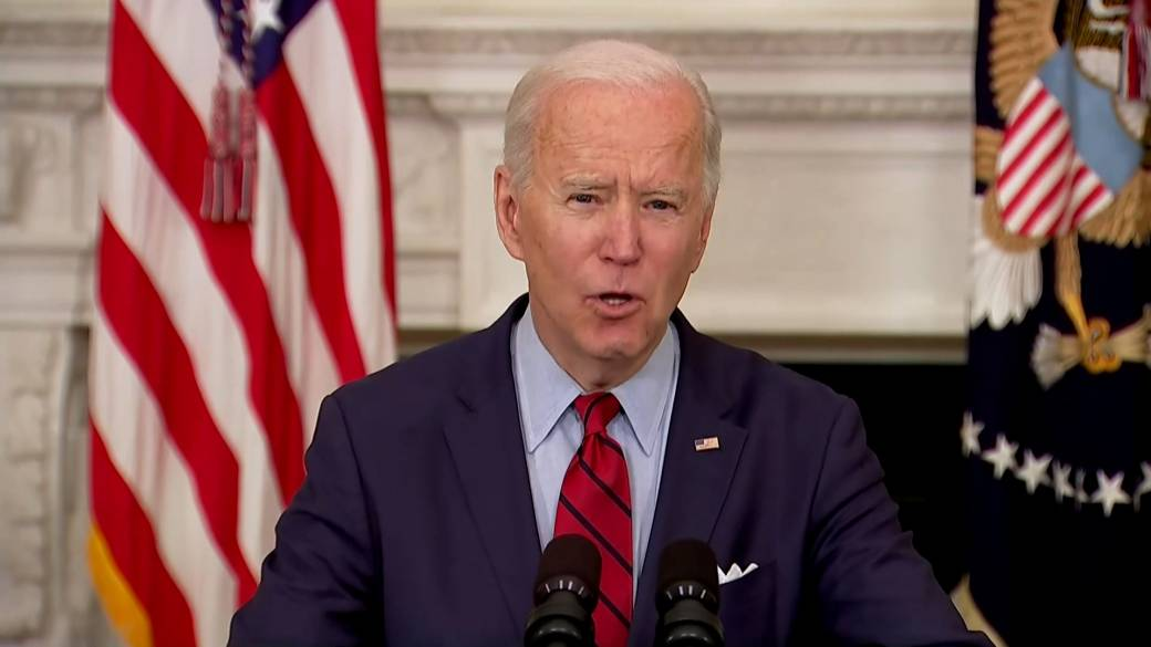 Click to play video: 'Biden says it's 'time to act' on guns, urges Senate to reinstate assault weapons ban'