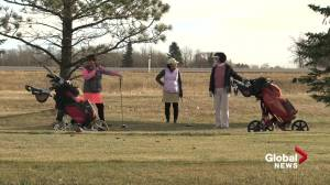 Edmonton-area golfers holding on to golf season (01:54)