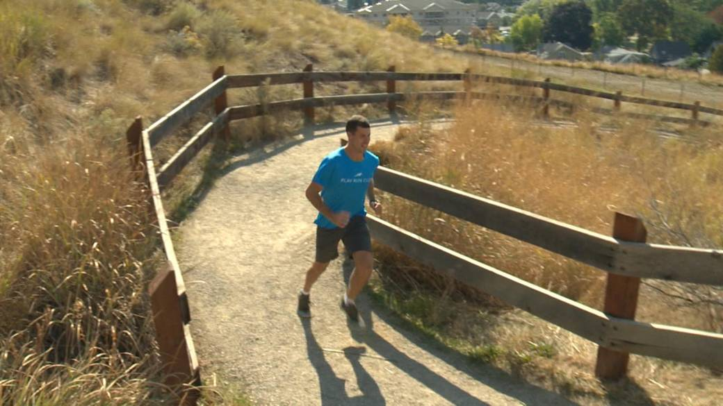 Click to play video 'Kelowna man takes on Everest Challenge at Knox Mountain'