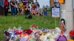Nationwide tributes to the Muslim family killed in London, Ontario (01:12)