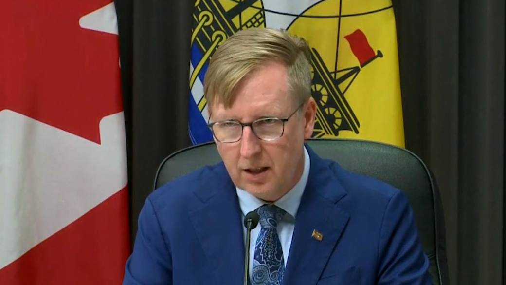 Click to play video: 'COVID-19: N.B. students to wear masks all day following outbreaks at multiple schools'