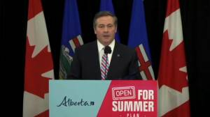 Kenney stresses COVID-19 vaccine is 'voluntary' when responding to criticism (01:13)