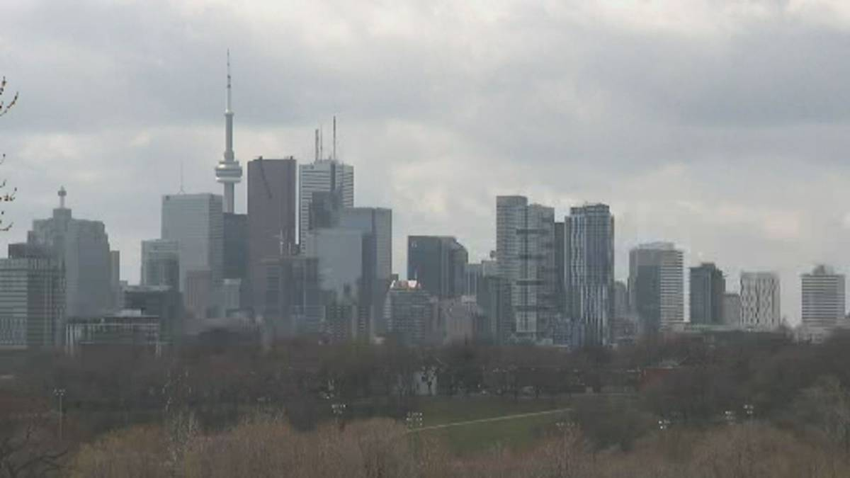 Click to play video 'Toronto, Peel heading back into lockdown as COVID-19 surges'