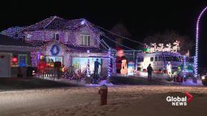 National Lampoon's Christmas Vacation-themed home with 34,000 lights inspires holiday spirit in Stony Plain (01:27)