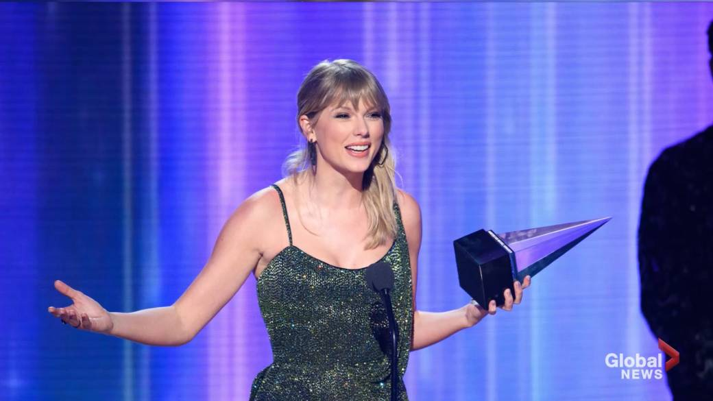 Click to play video 'Taylor Swift passes Michael Jackson for most awarded artist in AMA history'