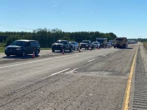 Wildfire near Evansburg prompts evacuation order in Yellowhead County, Highway 16 closure (02:21)