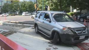 SUV narrowly misses pedestrians in downtown Vancouver (01:42)