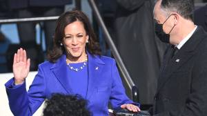 Biden inauguration: Kamala Harris takes vice-presidential oath of office (02:29)